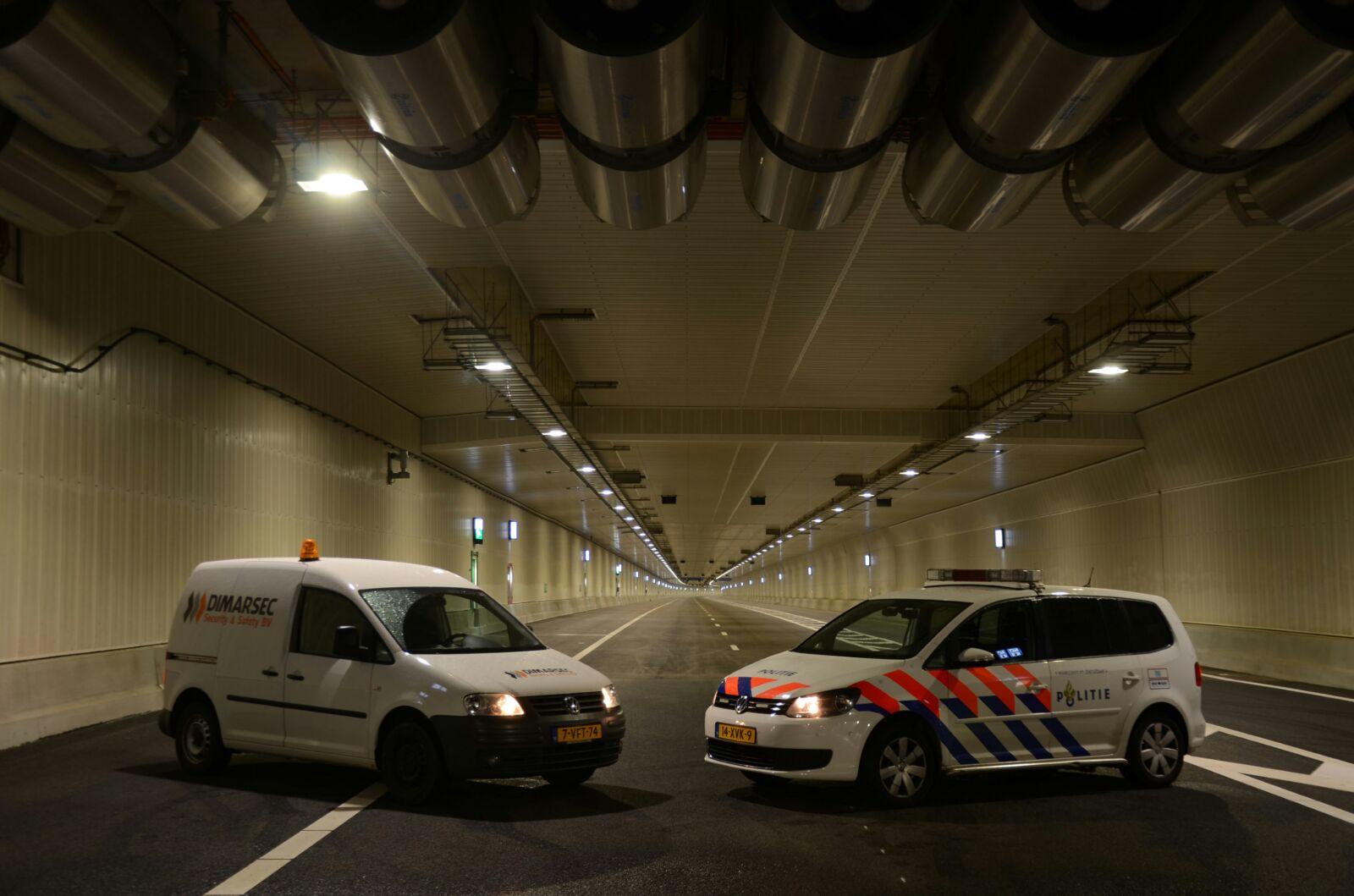 DSS politie in tunnel
